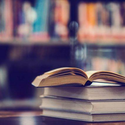 Bücher Bücherei mit Burr-Effekt im Hintergrund