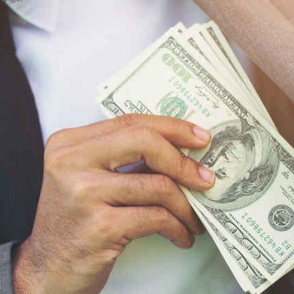 Finanzielle freier Profi mit Geld, Cashflow